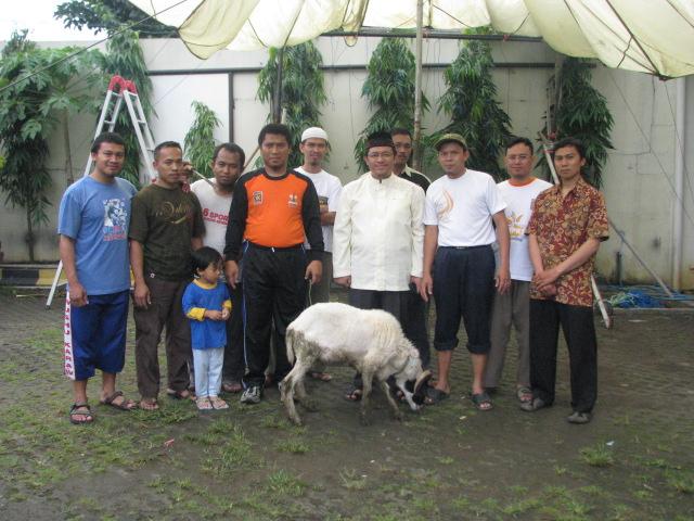 Foto kenangan bersama Ust. H. Ahmad Heryawan, Lc. (2-3 bulan sebelum menjadi Gubernur Jawa Barat)