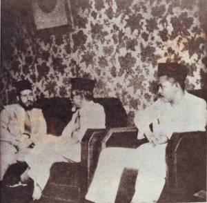 Hasan Al-Banna saat dikunjungi H. Agus Salim dan H. Rasyidi (1946)